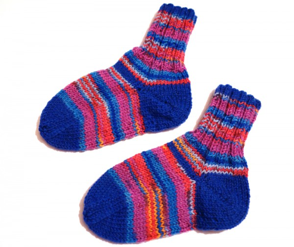 Kindersocken in blau-rot-pink